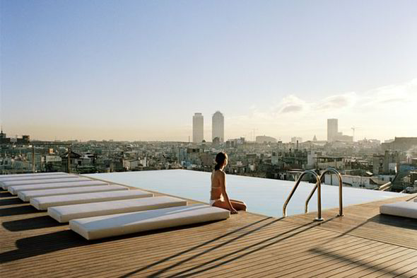 The-Grand-Hotel-Central-rooftop-pool-in-Barcelona-264611